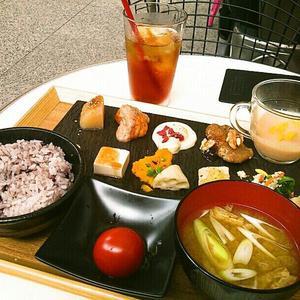 丸の内カフェ (MARUNOUCHI CAFE)